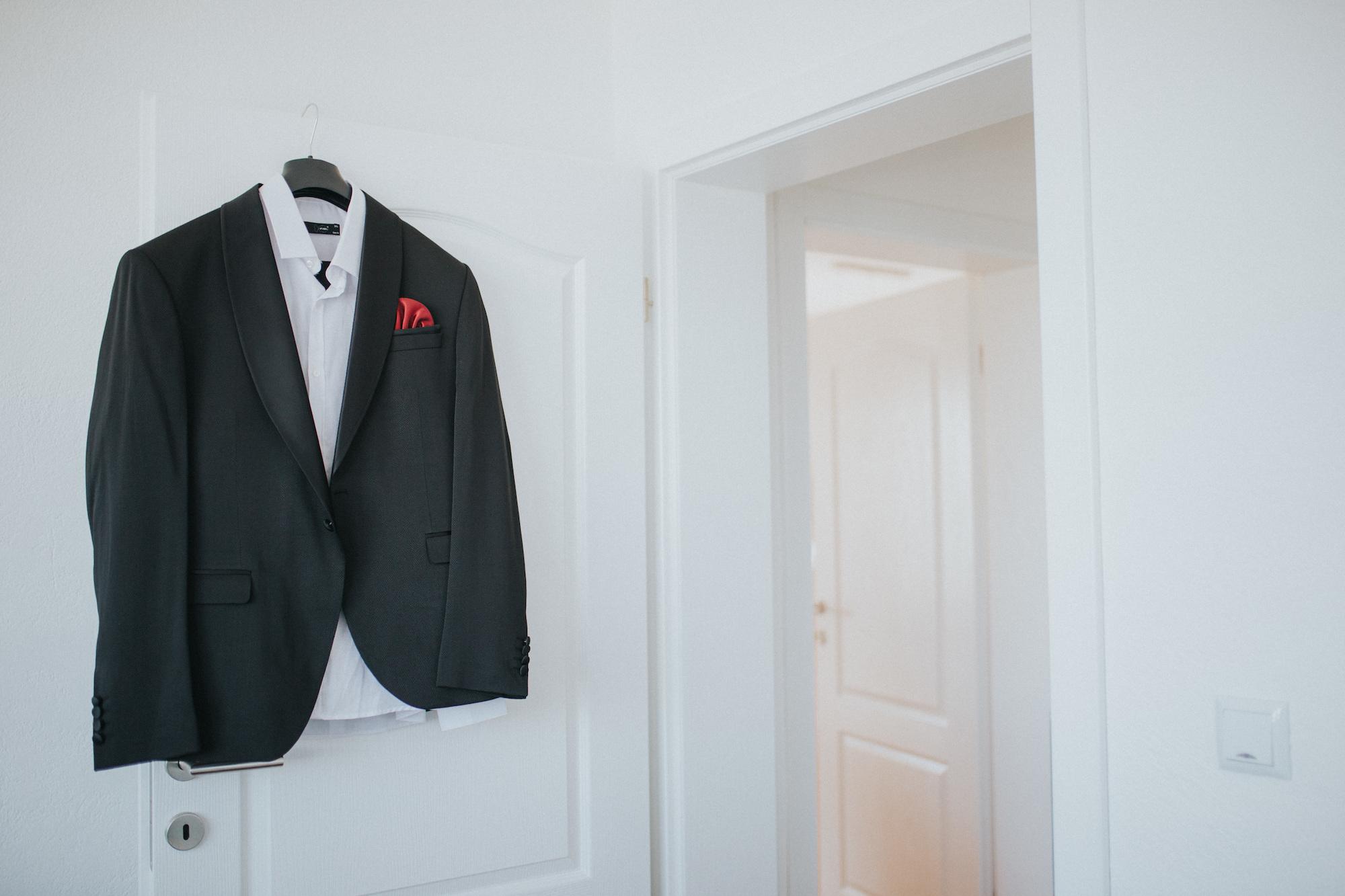 cómo combinar camisa, corbata y traje.